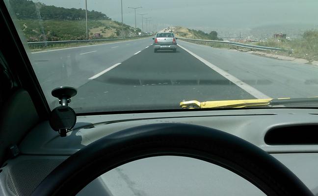 Twingo ile Logan, İzmir Sanayi yolunda.
