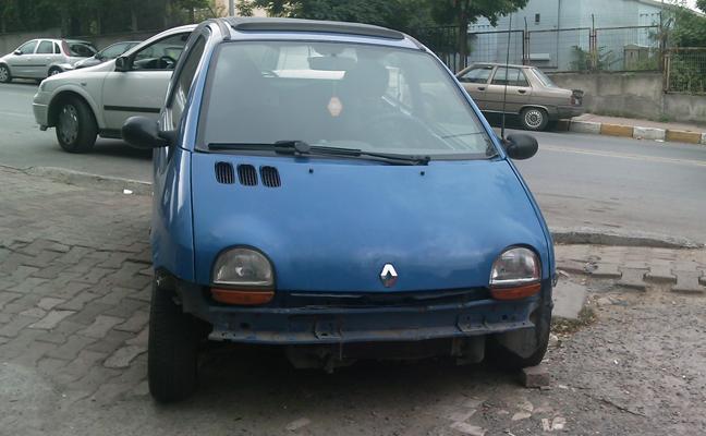 Renault Twingo 1.2 Air Pack, ön tampon düşük, tamir görüntüsü.