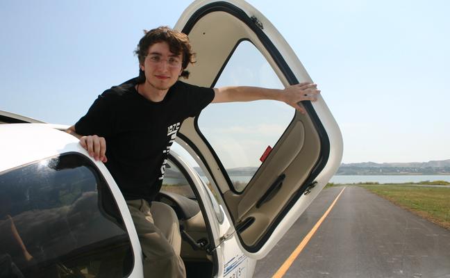 Sene 2008, Hezarfen'de uçuş sonraki kaydedilen bir görüntü. Saç baş dağılması normal, yardımcı pilotumuz Canberk Çakır olunca (: